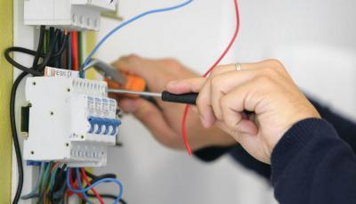 Электро-проводка заведена в квартиру. Без разводки.